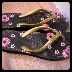 Havaianas raised flip flops